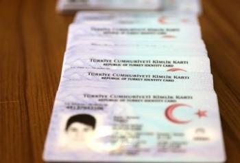 Emniyet Genel Müdürlüğü, ülkelere fotoğrafsız kimlikle gidilmeyeceğini açıkladı